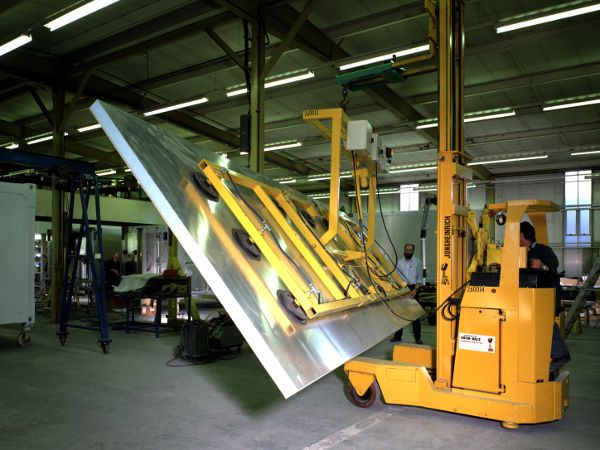 Aluminium Panel & Skin Vacuum Lifter An electro mechanical actuator enables the