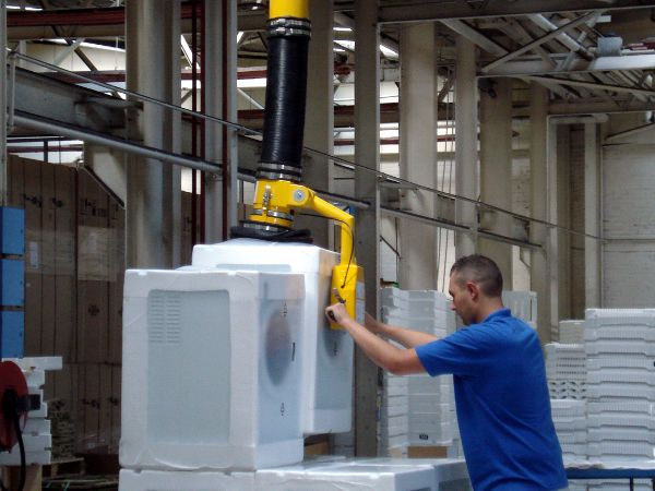 Lifting shrink wrapped tumble dryers with the Liftmate vacuum system